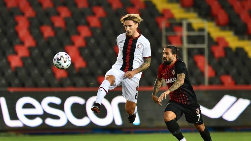 Lucas Biglia volvió a hacer un gol de tiro libre (video)