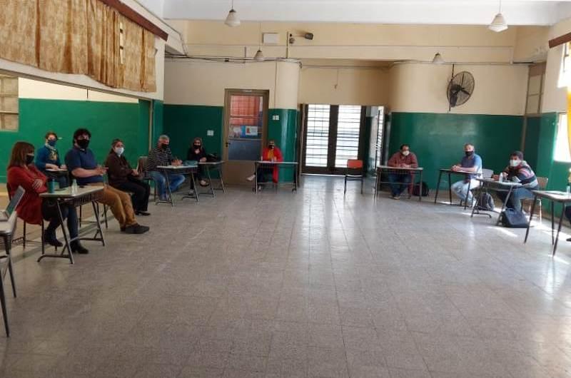 Educación: Conformaron comité mixto distrital