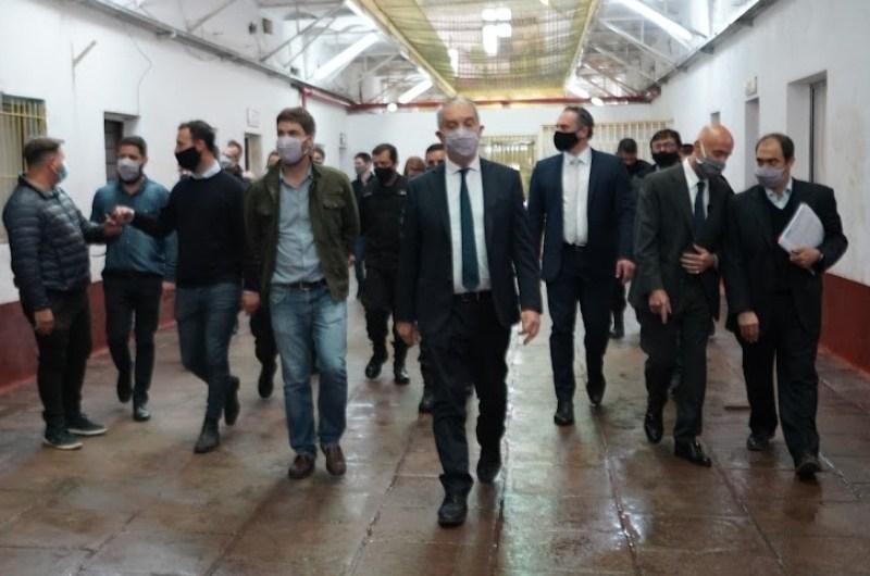 Ministro Alak visitó la cárcel y firmó convenio con el Municipio