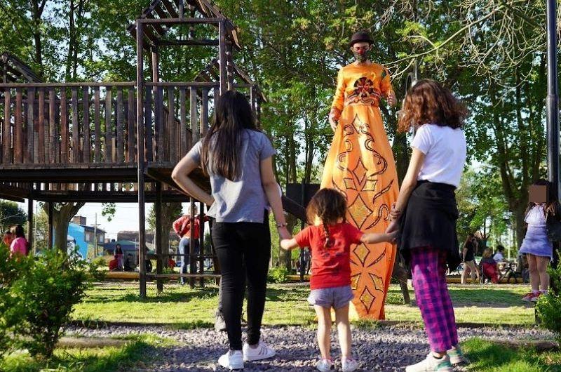 Actividades para la niñez en plaza de los barrios