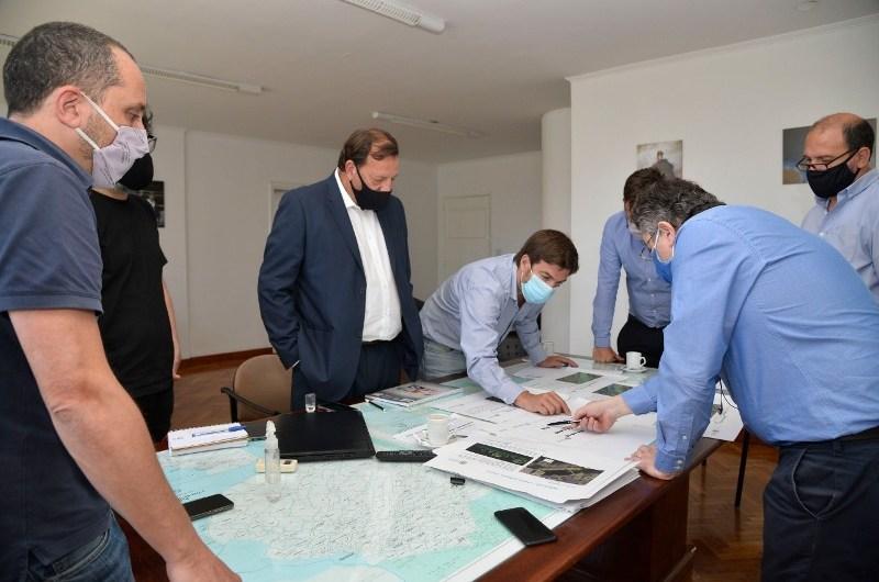 Reunión técnica y de planificación obras en Río Luján en Ministerio de Infraestructura
