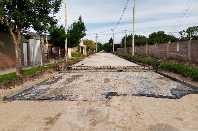 Pavimentan calles en el Barrio Seminario