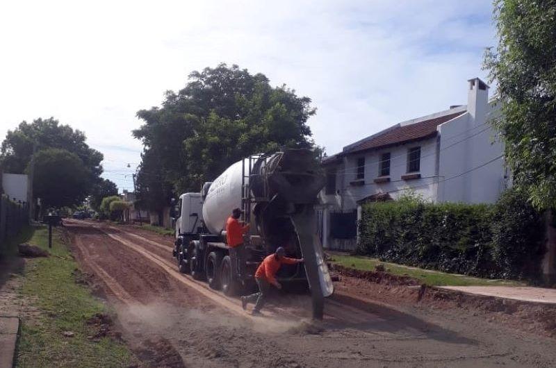 Continúa la obra de pavimentación en la calle 56 entre Héroes de Malvinas y la av. 29