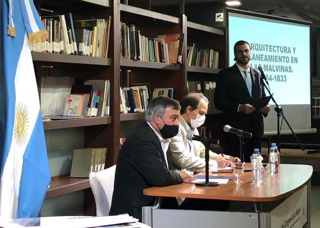 Carlos Selva fue parte de presentación de libro sobre Malvinas