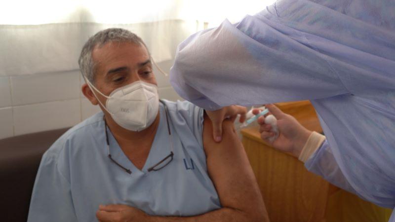 El Dr. Cursi el primero en vacunarse en Mercedes