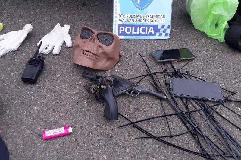 Frustran asalto en zona rural al detener a tres sospechosos con armas