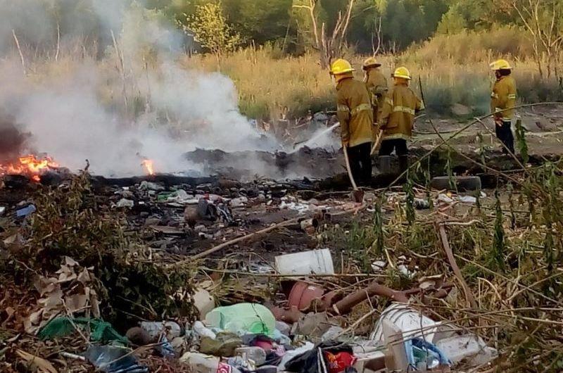 Incendio en un basural cercano a la intersección de las rutas 5 y 41