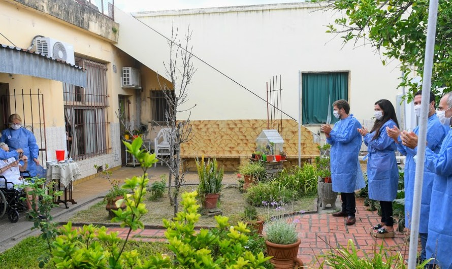 PAMI inició en Mercedes la vacunación contra covid-19 en residentes de hogares