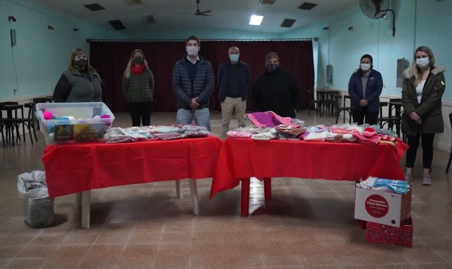 Abuelas Tejedoras entregó prendas para bebés para el Mil Días