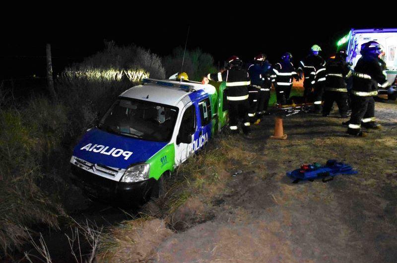 Persecución y despiste, dos policías heridos