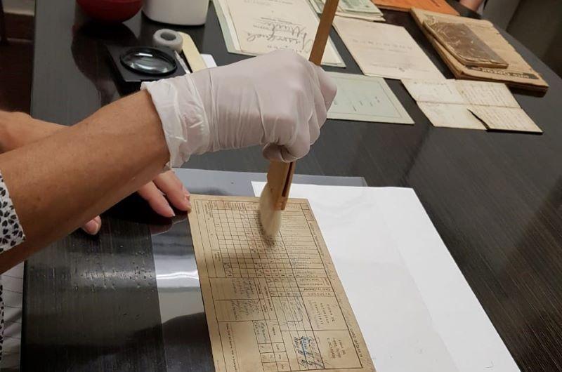 Inscriben para curso de conservación de papel