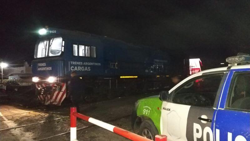 Con heridas graves: Niña cae de un tren carguero