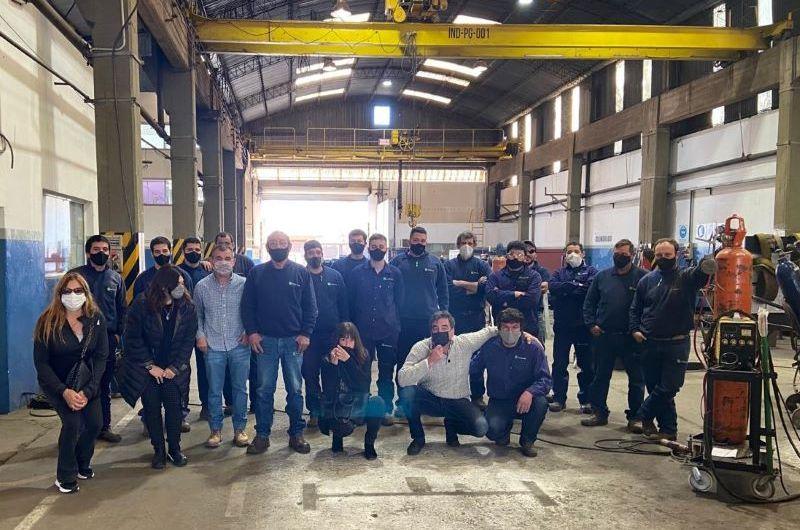 Radicales visitan industria metalúrgica