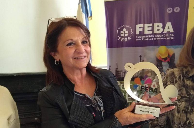 Marcela Bianco recibió su premio por el cuento presentado en FEBA Cultura