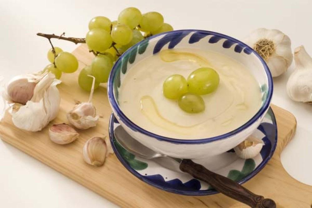 ajo blanco uvas