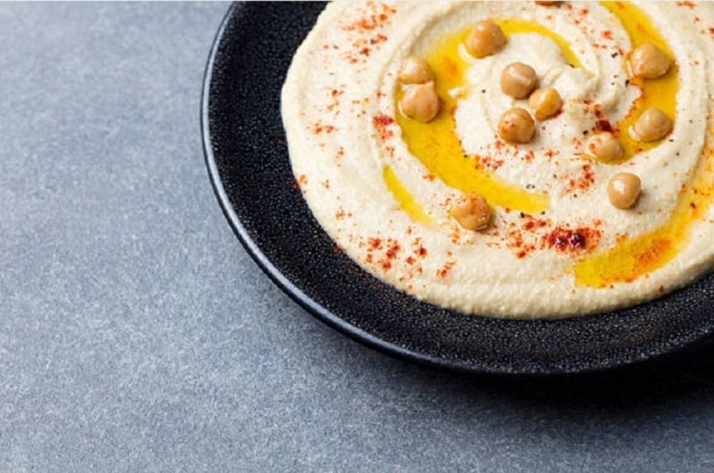 hummus con garbanzos aceite
