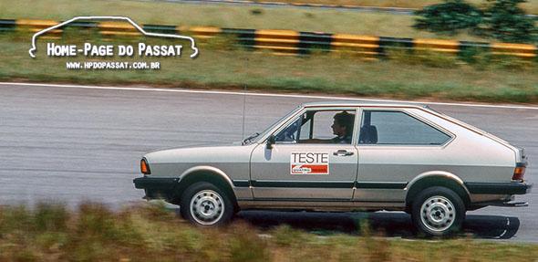 Ayrton Senna pilotando o Passat LS Village na pista. Créditos: Quatro Rodas