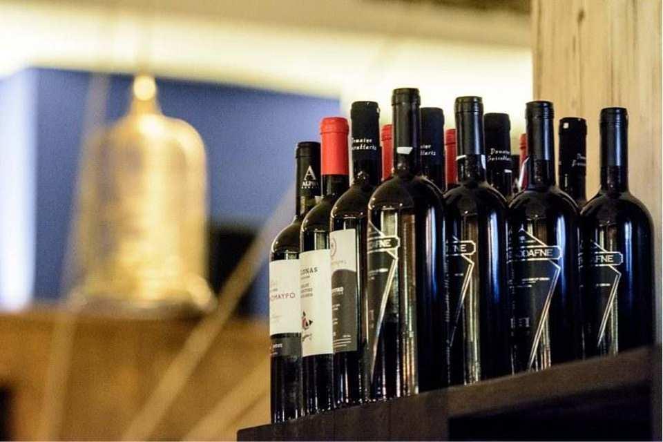Μια μεγάλη συλλογή κρασιών σας περιμένει απόψε...εσείς τι θα δοκιμάσετε;
