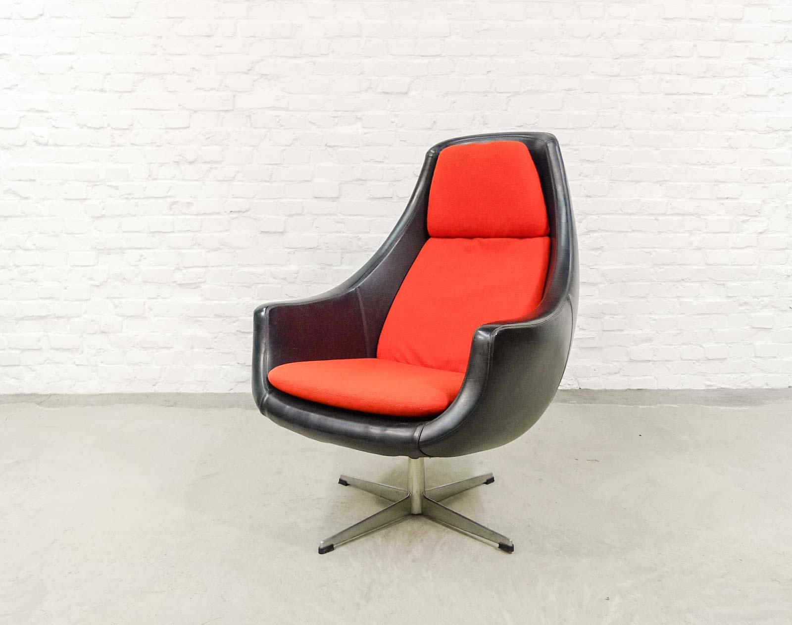 orange egg chair gym twister seat uk black leatherette with in style of arne jacobsen 1970s