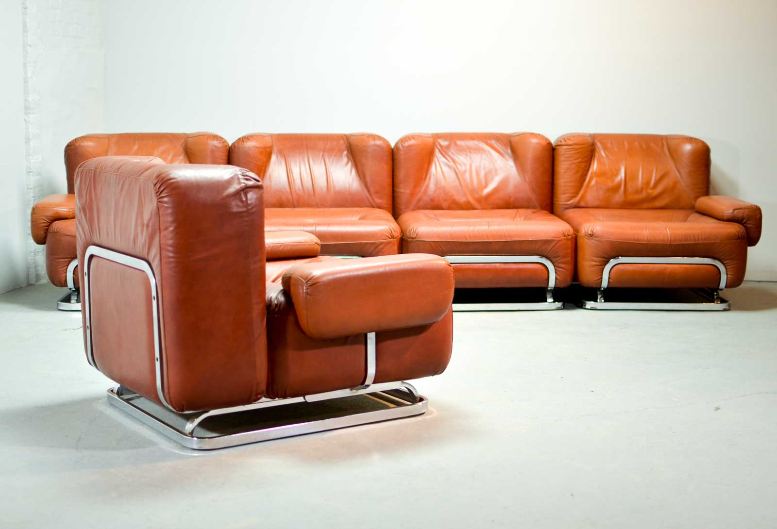 Mid Century Leather 4 Seat Sofa And Lounge Chair In Style Of Tobia Scarpa 1970s Hpvintage Com