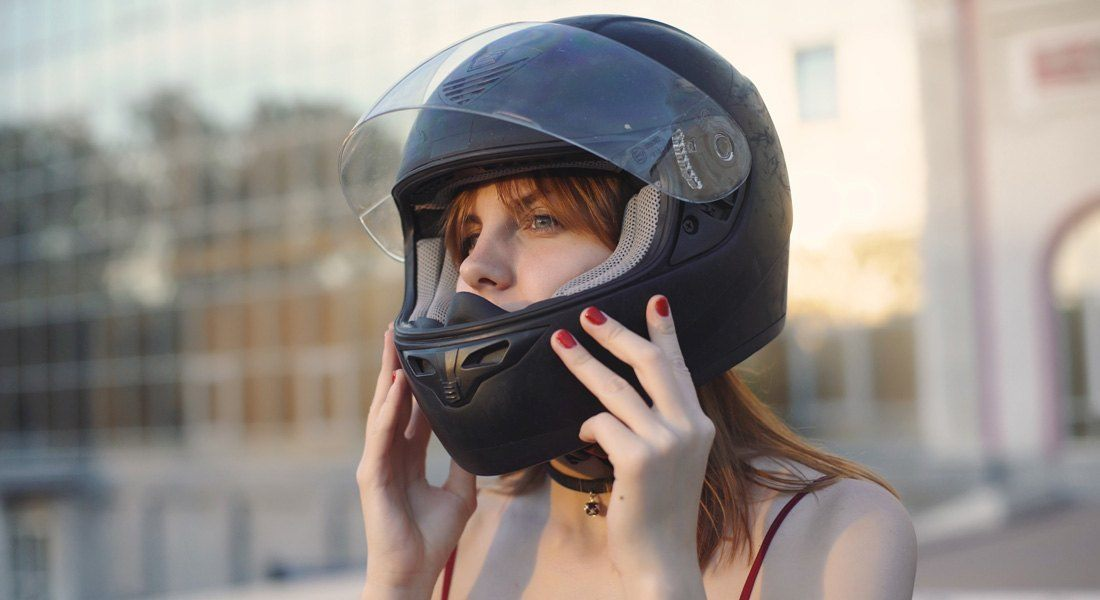 How To Avoid Helmet Hair: Pro tips in 2020 [With Image ...