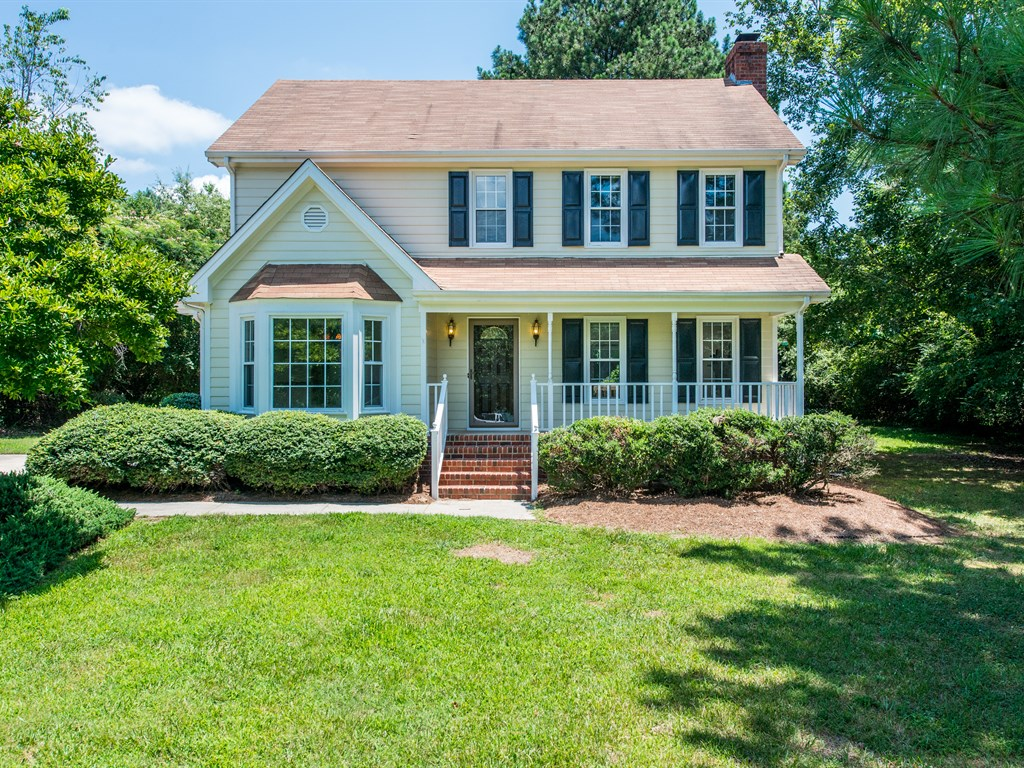 Allanbrook - A charming traditional, this Fuquay-Varina home closed well over the online guesstimate. --- $31,000 Over Guesstimate
