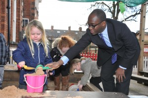 Kelsey Williams makes a sandcastle with Education Minister Sam Gyimah