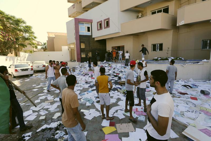 https://i0.wp.com/www.hrw.org/sites/default/files/media/images/photographs/2013_Libya_Assassination.jpg