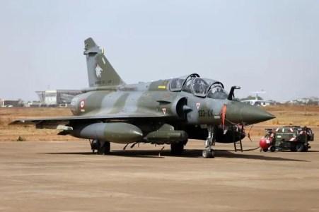 deux chasseurs Mirage 2000français