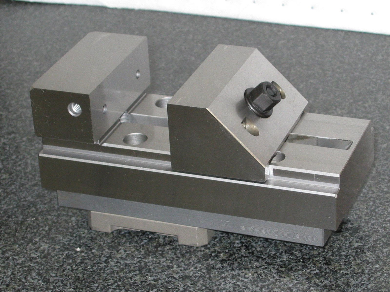 Precision Vise on System 3R Macro  Hermann Schmidt Precision Workholding