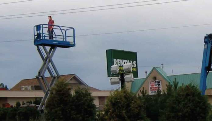 Worker ELectrocuted When Scissor Lift Gets too Close to Power Lines