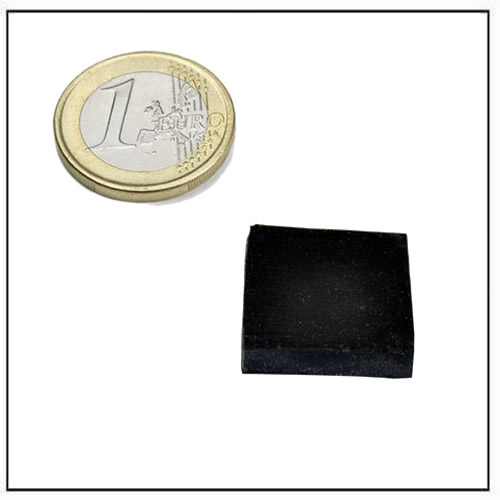 25 x 25 x 5mm Black Rubber Coated Square Neodymium Magnets