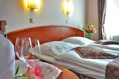 Hotel-Bed-Breakfast-Flowers