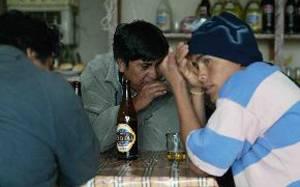 Un mucha de las ocaciones las personas buscan un refugio a sus problemas en el alcohol sin darse cuenta que es uno de los problemas mas fuertes que actualmente existe en esta sociedad actual.