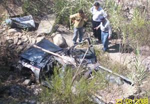 Volcadura de camioneta en Acos