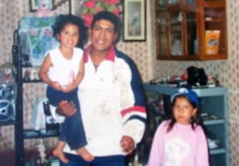 Gino Pérez Pedrahita junto a  sus dos hijas