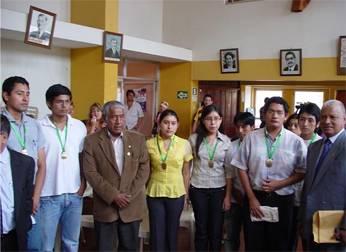 Ingresantes con el  Alcalde de Huaral y el Decano Pedro Cotillo  de la UNMSM