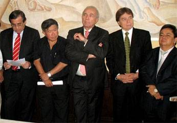 Jorge del Castillo, Nelson Chui, y César Zumaeta.