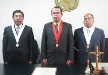 Dr. Rolando Ferro, Dr. Mosqueira y Dr. Roberto Condori.