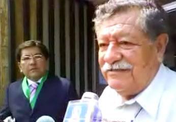 El periodista Alejandro Morales y el Dr. José Ramos después de la audiencia.