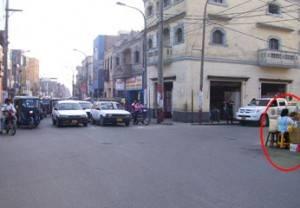 Calle Derecha, de un solo sentido.