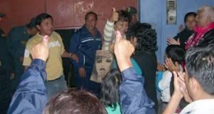 Momentos en que daban triunfo a Andres Tello en Chancay.