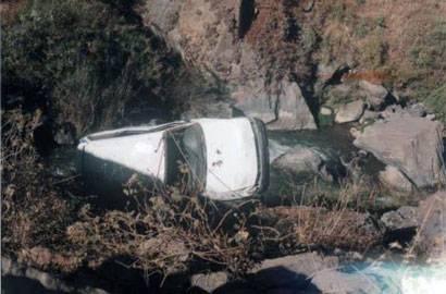 El vehículo cayó en un abismo de  100 metros aproximadamente. Foto archivo.