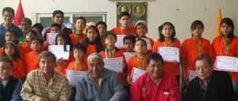Delegación que participó en la II Olimpiada Nacional Interescolar de Ajedrez junto autoridades de Huaral.