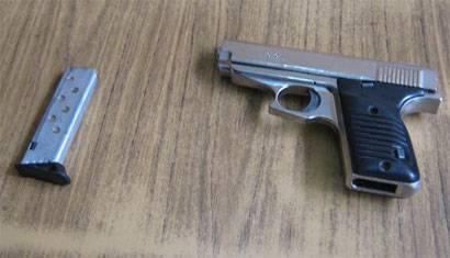 La Policía NAcional incautó el arma del sujeto.