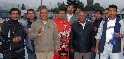 Alcalde de Aucallama, regidores y los campeones de VI Campeonato de Fulbito Master 2009.