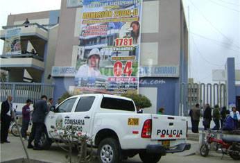 Policía de Huacho en la universidad.