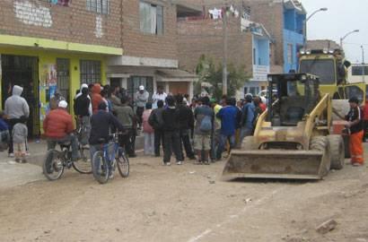 Trabajadores de Construccion Civil y vecinos del lugar.
