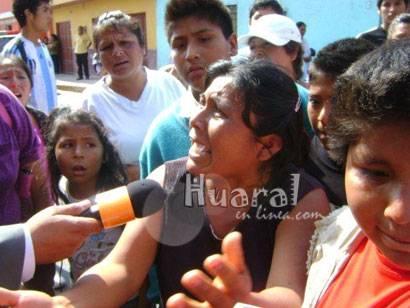 Familiares, vecinos y amigos mostraron su indignación contra la fiscalía de Chancay.