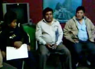 Padres de familia pidieron explicación a ex presidente Oscar Sosa (Medio) el pasado 6 de setiembre 2009